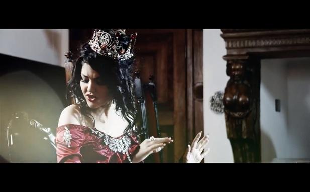 """Celeste Buckingham s videoklipem """"Crushin' My Fairytale"""" 1"""