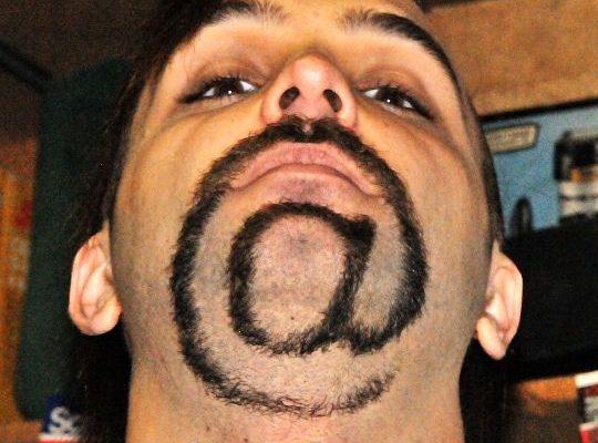 Toto si dokáže udělat s bradou, je to šílený umělec. 1