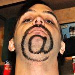 Toto si dokáže udělat s bradou, je to šílený umělec.