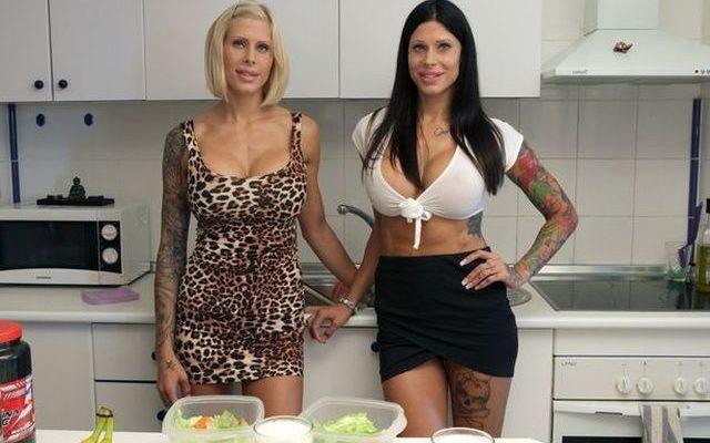 Umělé dvojčata. Sestry chtějí díky operacím vypadat jako panenky 1