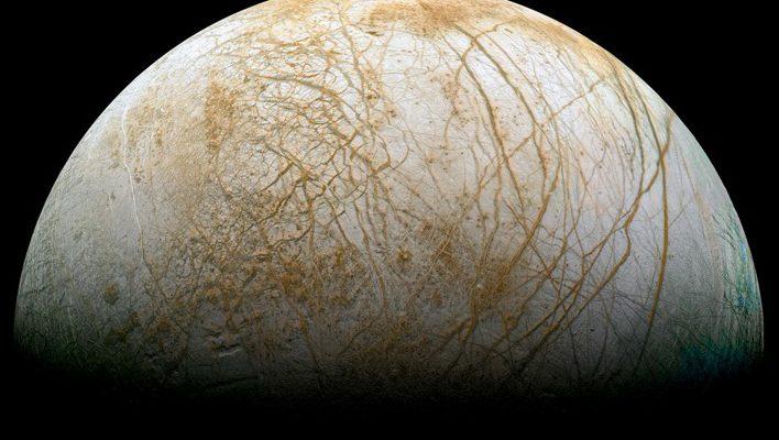 NASA ukázala nejúžasnější záběr Evropy 1