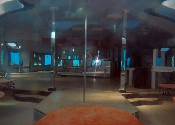 Abandoned-Underwater-Strip-Club-in-Israel-2