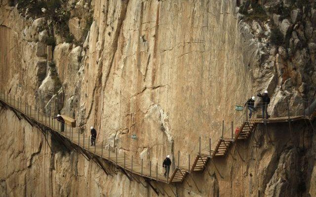 Nejnebezpečnější chodník světa znovu otevřeli. Odvážili byste se? 1
