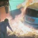 Pyromanka na benzínce. Auto podpálila kvůli …