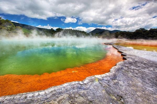 20111207092734_wai-o-tapu-champagne-pool
