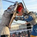 Gladiátoři současnosti: v aréně se perou opravdovými zbraněmi
