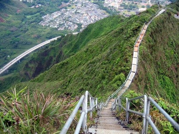 6896557-haiku-stairs