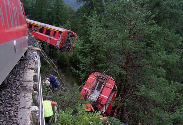 Vlaková-nehoda-ve-Švýcarsku
