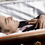 Jen pro silné žaludky: Zjistěte, co se stane s vaším tělem po smrti