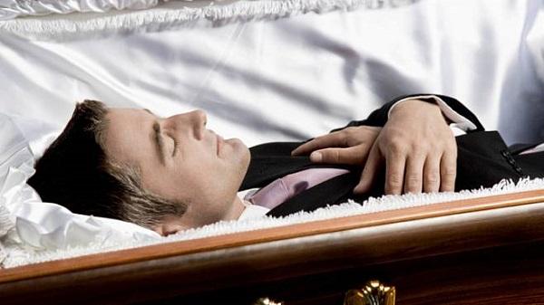 Jen pro silné žaludky: Zjistěte, co se stane s vaším tělem po smrti 1
