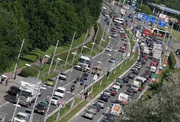 doprava-situace-dopravni-zacpa-kolona-fronta-automobil-kamion-okruh-silnice-nemocnice300513-hk6_galerie-980