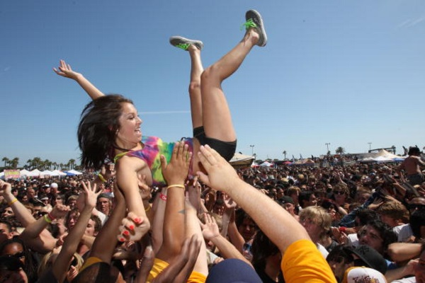 VENTURA, CA - JUNE 22:  A view of the crowd at the Van's Warped Tour at Seaside Park on June 22, 2008 in Ventura, California.  (Photo by John Shearer/WireImage)
