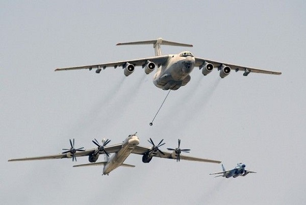 """A Russian Il-76 air tanker (top) demonstrates refuelling a Tu-95 bomber as they fly above Red Square during a Victory Day military parade in Moscow May 9, 2008. President Dmitry Medvedev warned on Friday against """"irresponsible ambitions"""" that lead to war as tanks and missile launchers rumbled over Red Square in a show of Russian fire-power not seen since the fall of the Soviet Union. REUTERS/Alexander Zemlianichenko/Pool (RUSSIA)"""