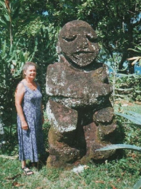 150 Gauguin Museum - Nina With Tiki