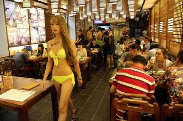 Bikini v restauraci, kterou chceme i v Česku 1