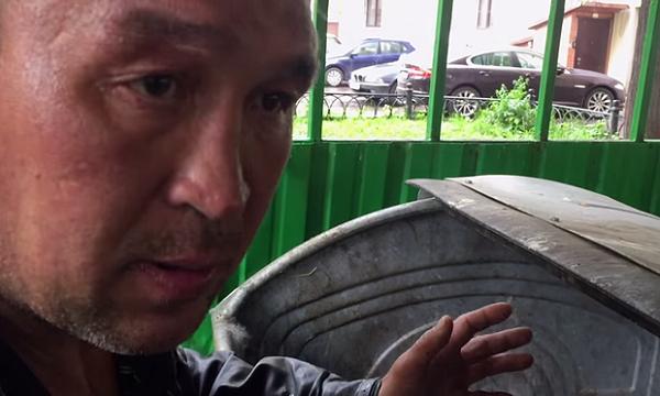 Bezdomovec vydělává díky videím. Jak je to možné? 1