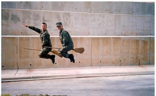 Když se vojáci ve službě baví 1