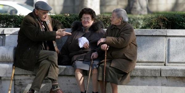 Důchod nepotřebuje! Má sto let a břitvu v ruce! 1