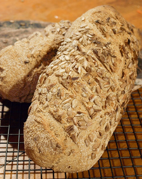 Wholemeal_bread_with_seeds,_August_2011