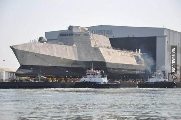 Futuristická loď je na vodě. Změní USS Zumwalt boj na moři? 1