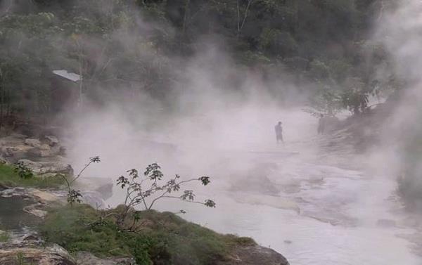 Podívejte se na řeku, v níž se zvířata vaří zaživa 1