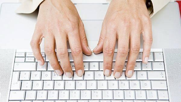 Má i vaše klávesnice na těchto místech hrbolky? 1