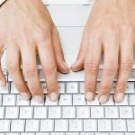 Má i vaše klávesnice na těchto místech hrbolky?