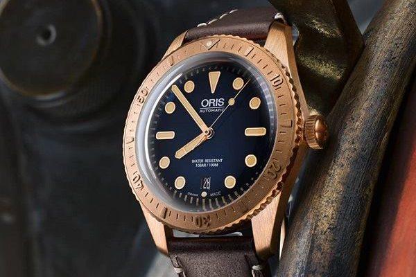 Podívejte se na bronzové hodinky pod lupou 1