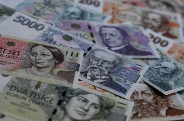 Česká koruna je vůči euru nejsilnější za pět let 1