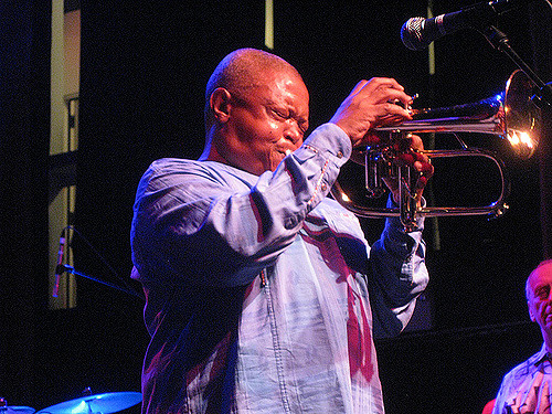 Říkali mu otec jihoafrického jazzu. Zemřel hudebník Hugh Masekela 1