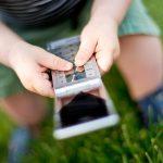 Řešte závislost dětí od iPhonu, žádají investoři Applu