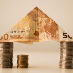 Počet schválených hypoték v Británii klesl v prosinci na téměř 3-leté minimum 2