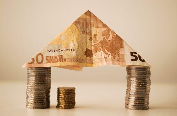 Počet schválených hypoték v Británii klesl v prosinci na téměř 3-leté minimum 1