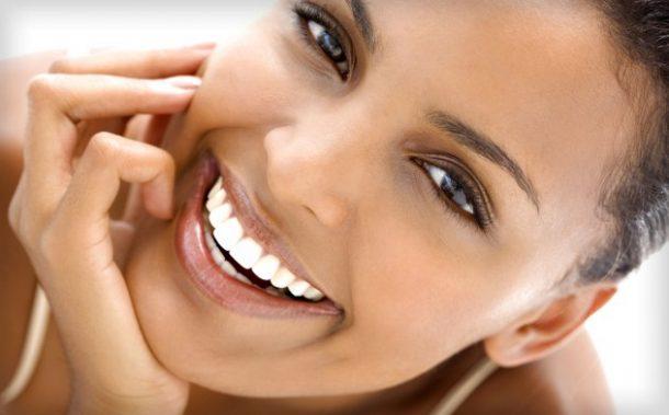 Bílé zuby: Jak je dosáhnout doma a kdy navštívit odborníka 1