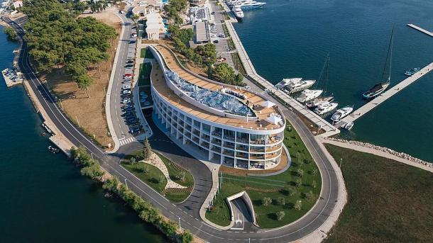Chorvatsko má přístav pro super jachty! Šibenik se pyšní novým luxusním hotelem i přístavem 1
