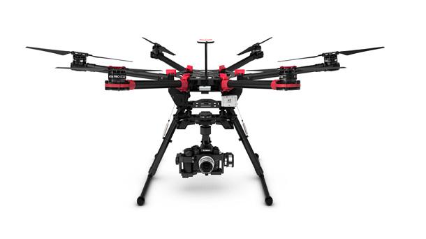 Efektivní quadrokoptéra, která vydrží létat 15 minut a unese 5 kilogramů 1