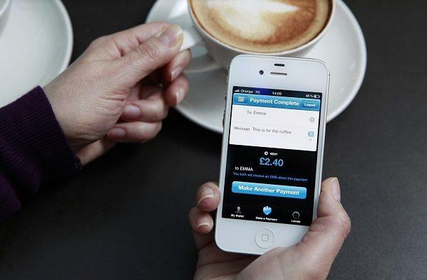 Bezkontaktní platby mobilními telefony: Apple Pay vs. Currentc 1