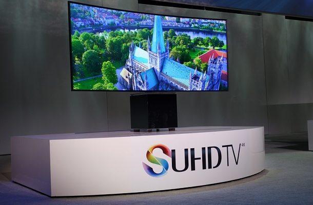 Zakřivuje se na povel! 105-palcový SUHD TV Samsung jako první na světě 1