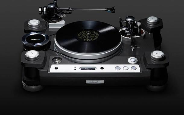 Futuristický gramofon se šarmem starého světa určený pro náročné 1