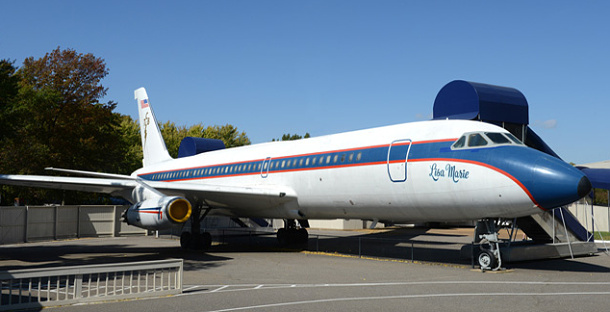 Soukromá letadla krále Rock´n´rollu Elvise Presleyho jsou v dražbě 1