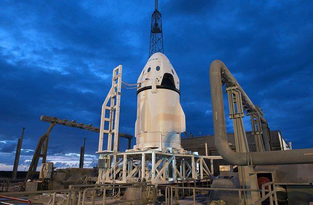 Kosmická loď Crew Dragon společnosti SpaceX poletí k Měsíci již v roce 2018 1