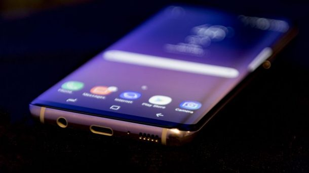 Samsung Galaxy S8 Plus vs. HTC U Ultra vs. Huawei P10: který z nich je nejlepší na trhu 1