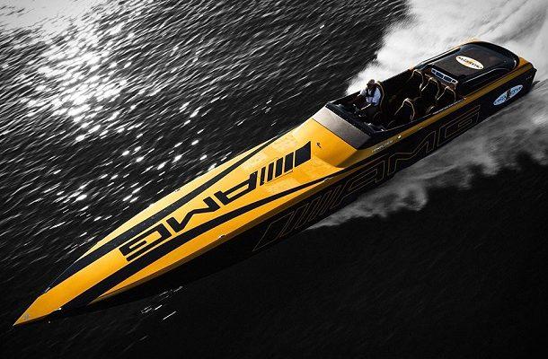 Motorový člun AMG inspirovaný sporťákem z hry Gran Turismo 1