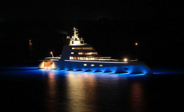 Nejvyšší a nejluxusnější jachta světa již vyplula na moře 1