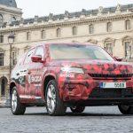 Maskovaná Škoda KodiaQ poprvé v cíli Tou De France