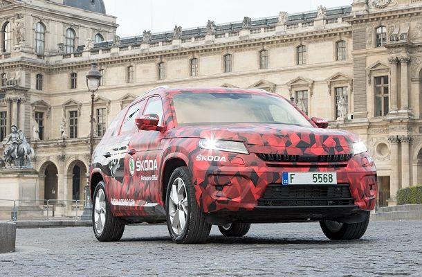 Maskovaná Škoda KodiaQ poprvé v cíli Tou De France 1