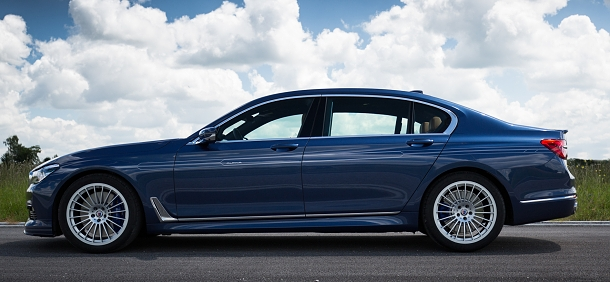 BMW M760 XDrive: maximum z luxusního sedanu! 1
