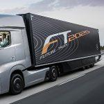 """Mercedes-Benz představil """"tahač"""" budoucnosti, která se pomalu stává realitou 5"""
