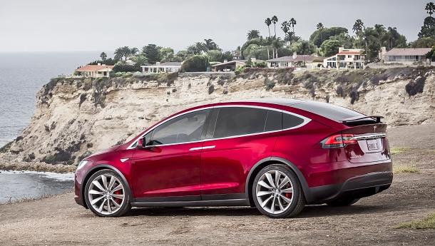 Tesla Model X: první a jediné plně elektrické SUV na světě 1