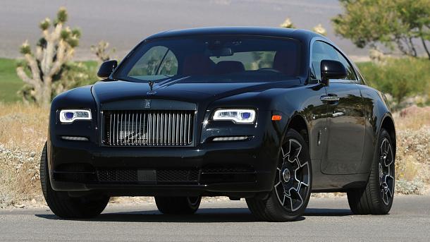 Rolls-Royce vsadil na černou sošku Spirit Of Ecsstasy 1